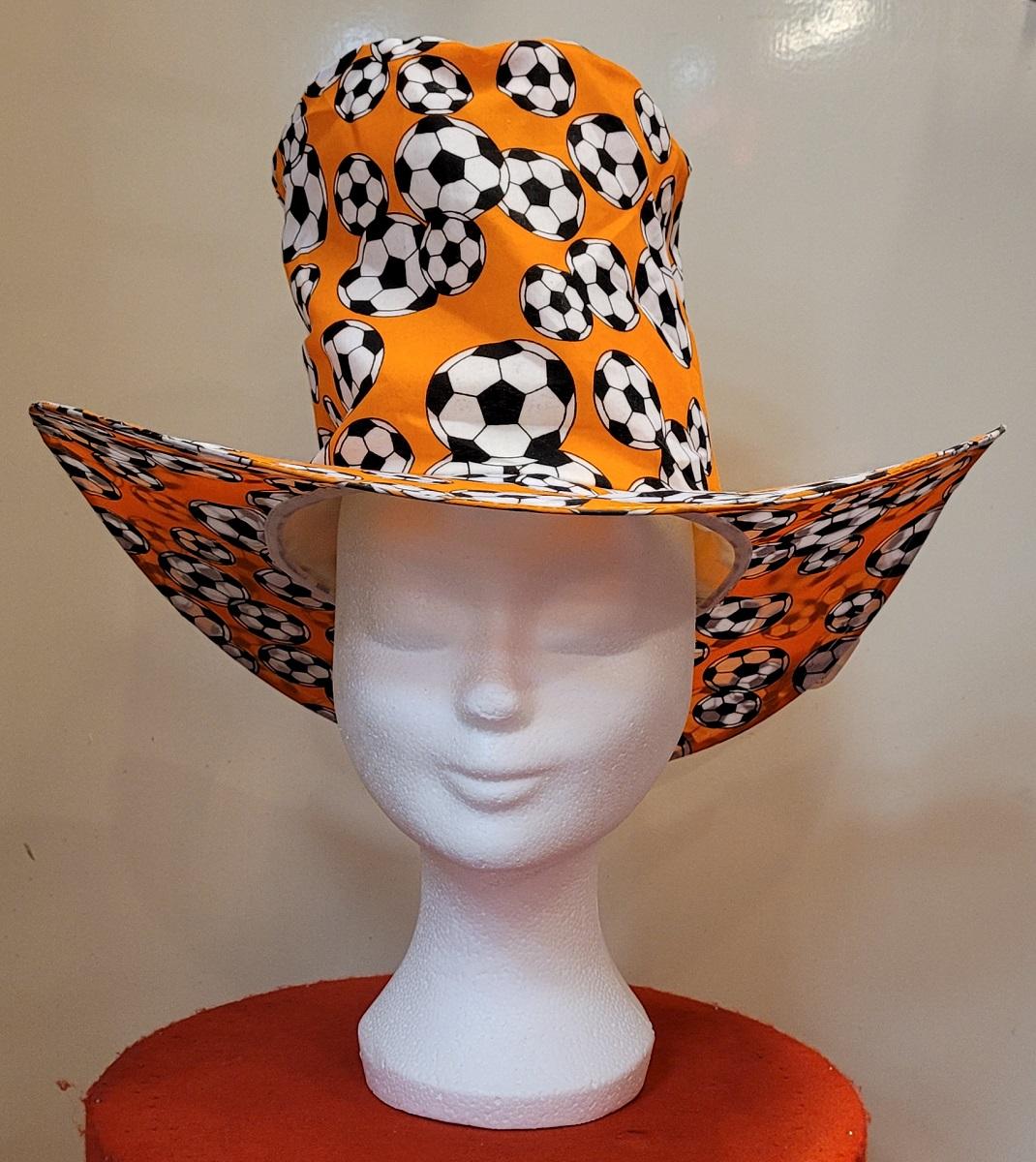 Oranje Zonnehoed met Voetbal